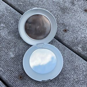 Light-Up Compact Mirror